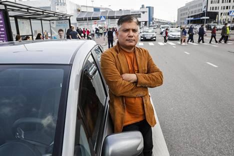 Pakistanilainen Azar Shaikh haluaisi joutui rasistisen hyökkäyksen kohteeksi Tallinnassa. Hän haluaisi muuttaa Virosta joko Suomeen tai Ruotsiin.