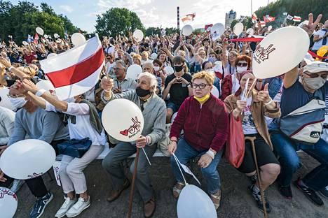 Torstaina Tihonovskajan puhetilaisuus veti Minskiin kymmenien tuhansien yleisön.