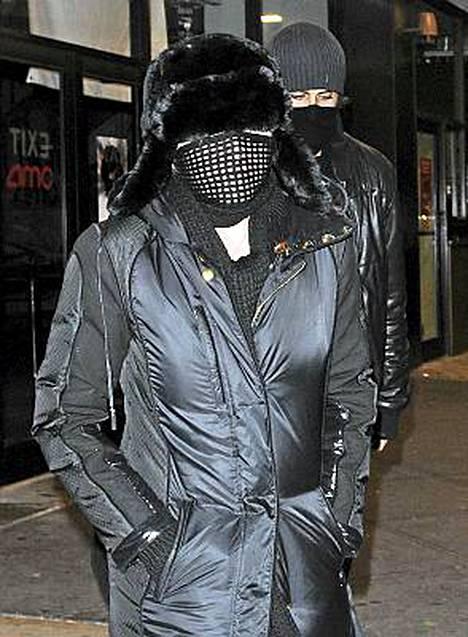 Madonna ja Jesus Luz matkalla elokuviin.
