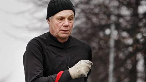 Kalevi Saukkonen saavuttaa kovan rajapyykin lauantaina.