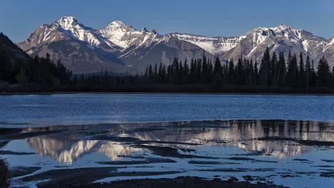 Banffin kansallispuiston näkymiä Kanadan Kalliovuorilla.