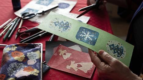 Puonti kerää materiaaleja kortteihin pitkin vuotta.