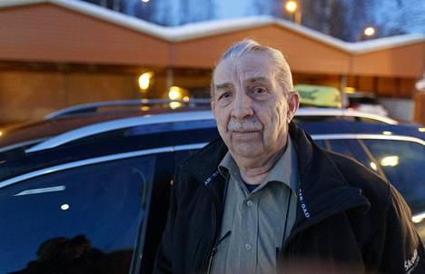 Heikki Kujanpäällä on vain hyvää sanottavaa taksinkuljettajakollegastaan Olli Lindholmista. Kujanpää on ajanut taksia Tampereella vuodesta 1965.