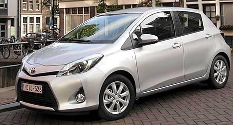 Yaris Hybrid on Toyotan uusin valtaus hybridimarkkinoilla. Hybridiversion erottaa perusmallista mm. keulan ilmanottoaukosta ja ajovaloihin integroiduista led-valoista.