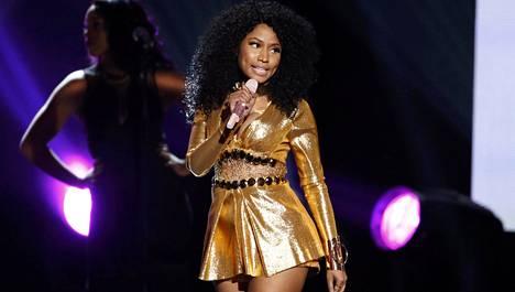 Irlantilaismies väitti hätäkeskukselle olevansa Nicki Minaj.