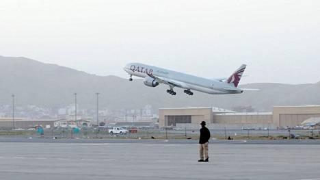 Qatar Airwaysin lennolla Qatarin Dohaan evakuoitavien joukossa on paitsi Yhdysvaltojen myös muiden maiden kansalaisia.