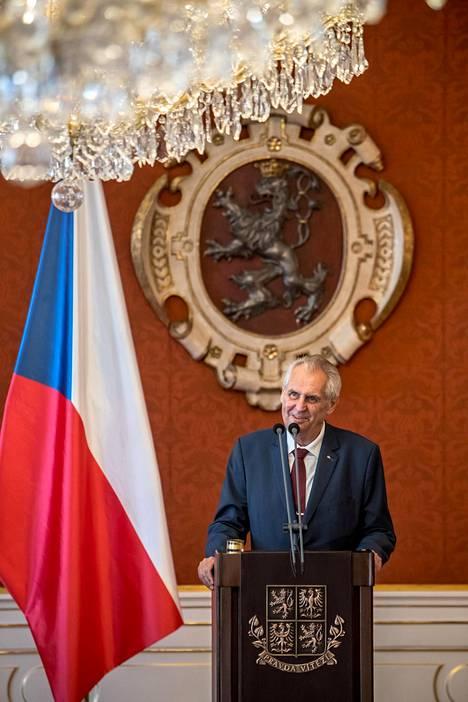 Tshekin presidentti Milos Zeman puhui lehdistötilaisuudessa Prahan linnassa kesäkuun alussa.