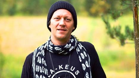 Jukka Hildén tutustuu sukunsa historiaan MTV3-kanavan ohjelmassa. Menneisyydestä paljastuu asioita, jotka auttava Hildéniä ymmärtämään isoisäänsä paremmin.