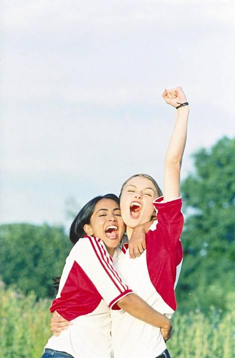 Keira Knightley (oik.) tähditti Parempi kuin Beckham -elokuvaa vuonna 2002.