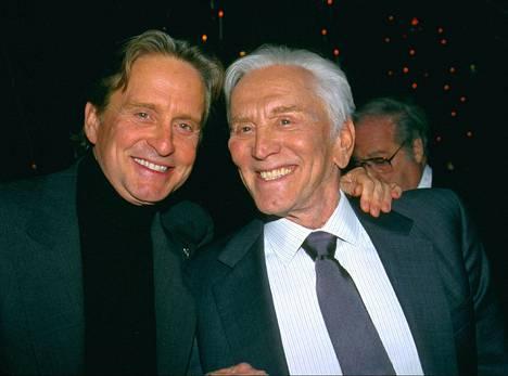 Michael ja Kirk Douglas yhdessä vuonna 1999.