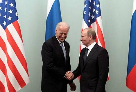 Varapresidentti Biden ja pääministeri Putin kohtasivat Moskovassa maaliskuussa 2011. Sen jälkeen Venäjä on kääntynyt yhä itsevaltaisempaan suuntaan ja maiden välit heikentyneet jatkuvasti.