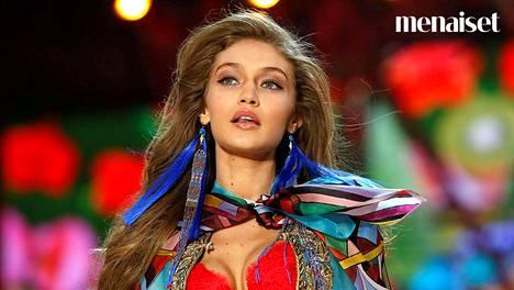 Victoria's Secretin vuosittaisessa alusvaatenäytöksessä panostetaan myös meikkeihin.