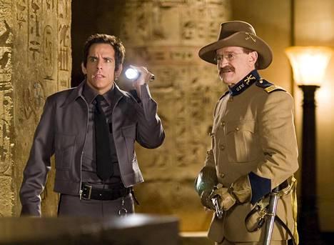 Night at the Museum -elokuvat olivat eräitä Williamsin viimeisiä roolisuorituksia. Kuvassa tähti Ben Stillerin kanssa.