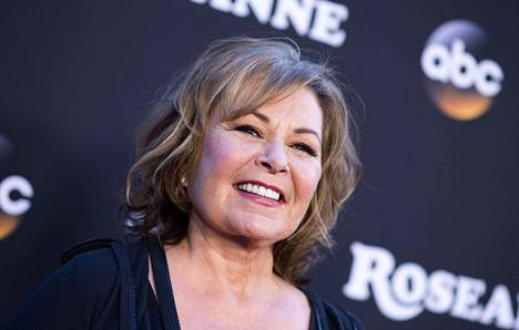 65-vuotiaan Roseanne Barrin rasistinen twiitti Yhdysvaltain entisen presidentin Barack Obaman neuvonantajasta johti potkuihin ABC:lta. Kuva viime maaliskuulta näyttelijän nimeä kantavan ohjelman esityksestä Walt Disneyn studioilla Burbankissa Kaliforniassa.