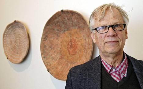 Huutokauppa-asiantuntija Wenzel Hagelstam sanoo huutokaupan käänteitä kaikkiaan oudoiksi.