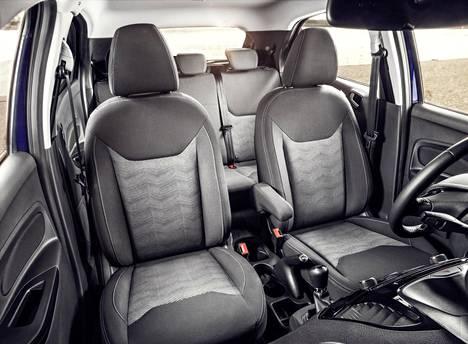 Ford lupailee, että pikkuruinen Ka+ on ihan oikeasti auto viidelle henkilölle.