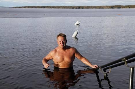 Olli Lindholm oli tunnettu saunoja. Kuva otettu Tampereella hänen 50-vuotishaastatteluaan varten 2014.