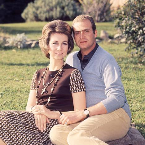 Juan Carlos solmi avioliiton Kreikan prinsessa Sofían kanssa Ateenassa toukokuussa 1962.