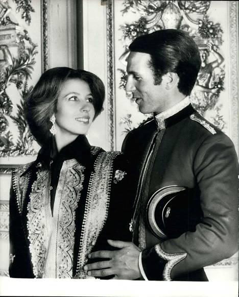 Anne ja ensimmäinen aviomies Mark Phillips tutustuivat kenttäratsastuksen parissa. Kuva vuodelta 1973.