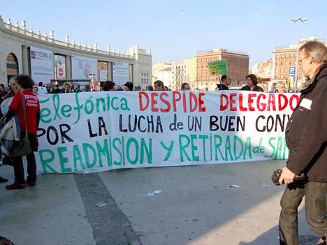 Mielenosoittajat vastustivat Telefónican tapaa kohdella ay-aktiiveja.