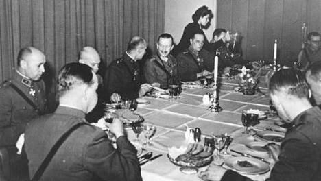 Mannerheim ei tullut ravintolaan koskaan yksin, tuoreessa kirjassa kerrotaan.