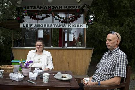 Paikalliset ovat kehottaneet Leena Larvaa ja Pekka Lylykorpea unohtamaan menneet. Pekka Lylykorpi on etsinyt totuutta muun muassa Kansallisarkistosta.– Sanoin historioitsija Tuomas Hopulle, että haluaisin selvittää totuuden. Hän sanoi, että totuus ei välttämättä selviä koskaan.
