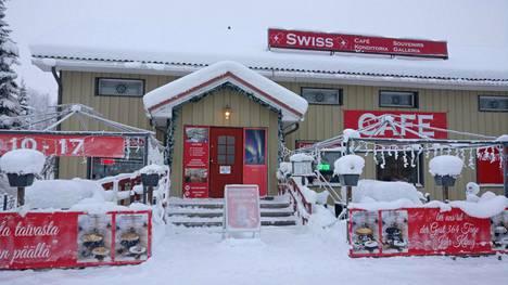 """Ystävykset tarjoilevat sveitsiläisiä herkkuja kaukana Lapissa: """"Suomalainen pulla ei mennyt kaupaksi"""""""
