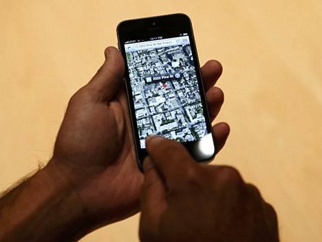 Applen oma karttaohjelmisto iPhone 5 -puhelimella.