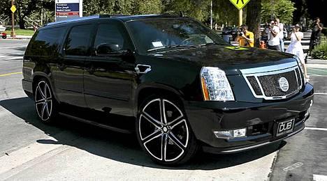 Beckhamit joutuivat kolariin Cadillac Escalade -luksusautollaan.