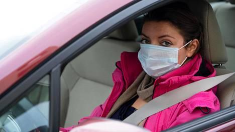 Tutkimuksen mukaan hengityssuojaimet tepsivät tavallisia flunssaa aiheuttavia koronaviruksia ja influenssaa vastaan.
