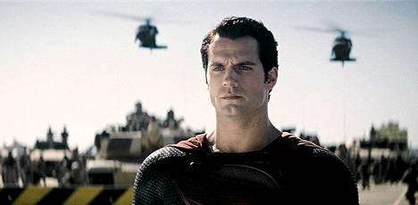 Henry Cavill näyttelee Teräsmiestä uudessa Man of Steel -elokuvassa.