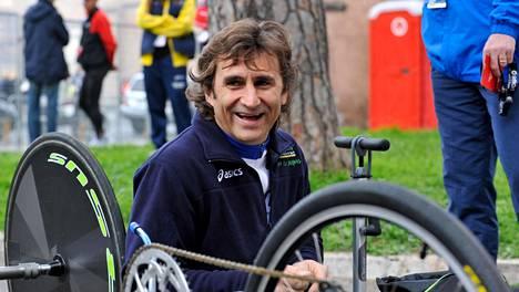 Entinen F1-kuljettaja ja menestynyt paraurheilija Alex Zanardi jatkaa kamppailua elämästään sienalaisessa sairaalassa.