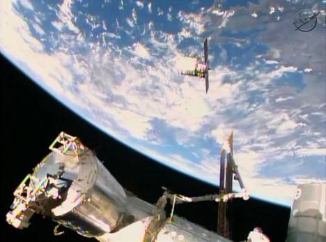 Cygnus-rahtialus lähestymässä kansainvälistä avaruusasemaa.