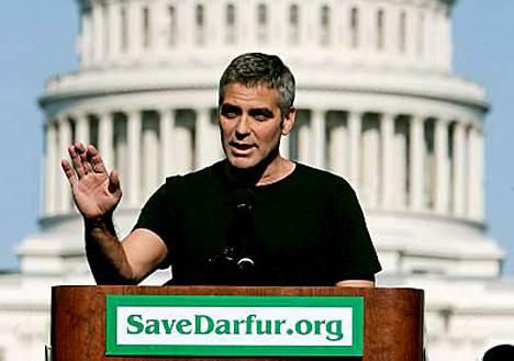 George Clooneylle sataa tunnustuksia.