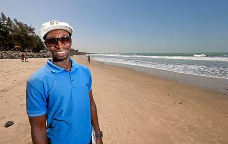 – Elämästä täytyy nauttia, ja pitää tehdä niin kuin sydän sanoo, Senegambian rannalla ravintolan sisäänheittäjänä työskentelevä Simon sanoo.