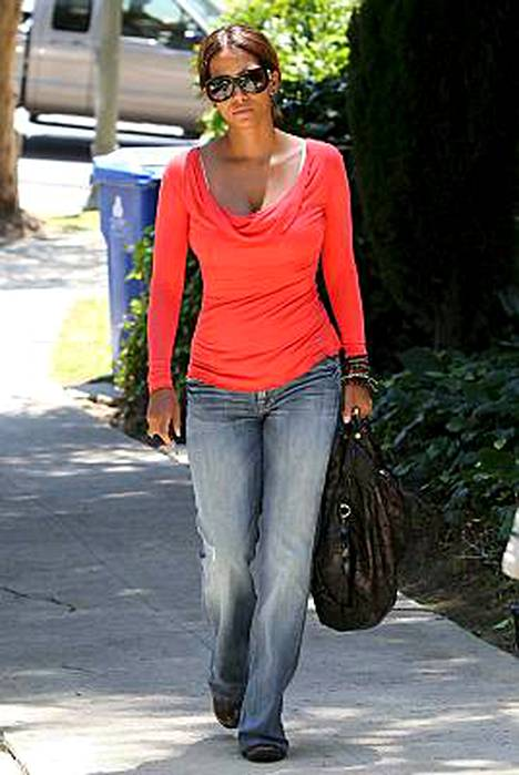 Halle Berry on huippukunnossa, vaikka synnytyksestä on vasta neljä kuukautta.