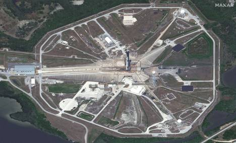 Kennedyn avaruuskeskuksen laukaisualusta 39A satelliittikuvassa. Kyseessä on sama paikka, josta Yhdysvaltain kuuraketit laukaistiin puoli vuosisataa sitten.