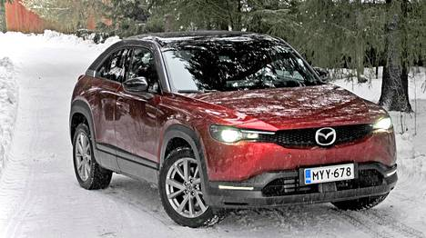 MX-30 on hyvin läheistä sukua Mazdan CX-30-polttomoottorimallille.