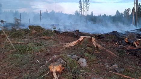 Pohjois-Karjalan Liperissä syttyi illalla maastopalo metsätöiden yhteydessä.