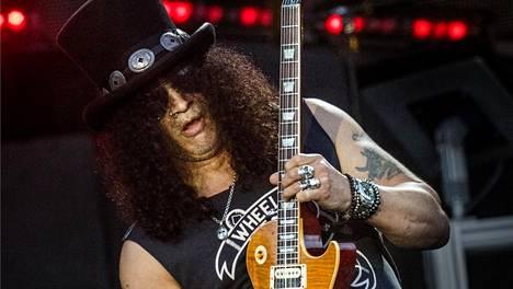 """Näin Guns N' Rosesin Slash pääsi lopullisesti eroon huumeista – päihteet kuuluivat bändin luonteeseen: """"Se oli vain ja ainoastaan kurjaa"""""""