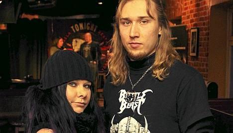 Battle Beast, laulaja Nitte Valo (vas.) ja kitaristi Anton.