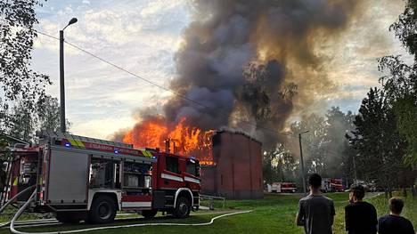 Tuppuralan koulun palossa tuhoutui koulun liikuntasali.