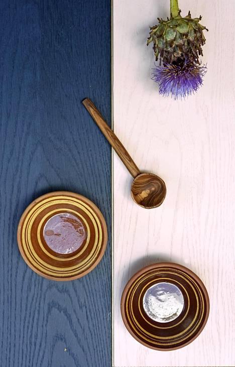 Timberwisen lankkuparkettien Habitare-uutuuksien värit ovat yönsininen Tammi Night Blue ja haalea rosa Tammi Light Rose.