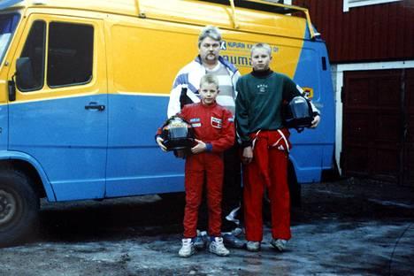 Kimi Räikkönen, Matti-isä ja veli Rami Räikkönen perheen kartingharrastuksen parissa aikoinaan.