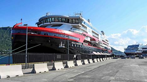 Hurtigrutenin toimitusjohtajan mukaan koronavirus levisi ristelijälle todennäköisesti filippiiniläisen työntekijän mukana.
