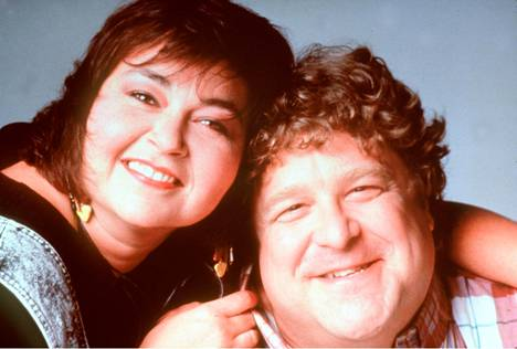 Roseanne Barr ja hänen aviomiestään Roseanne-sarjassa näytellyt John Goodman vuonna 1988.
