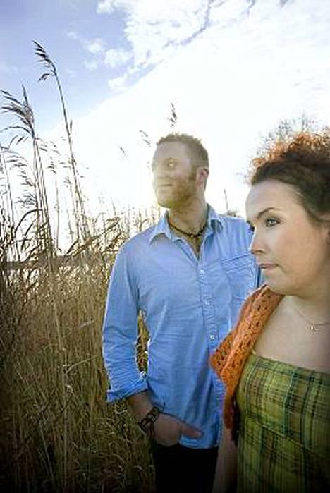 Idols-finalistit Koop Arponen ja Saana Liikanen ovat molemmat menettäneet toisen vanhemmistaan.