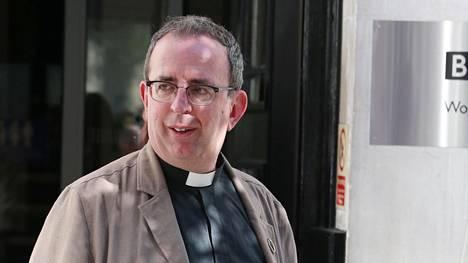 Richard Coles on tullut tunnetuksi muusikkona, radiojuontajana ja pappina.