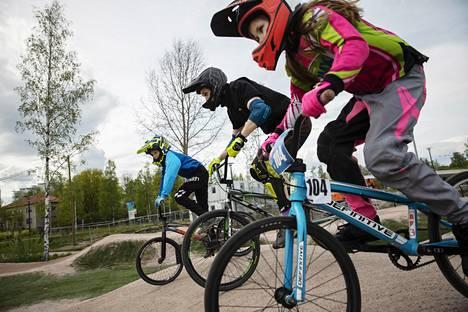 BMX-racingissa kilpaillaan nopeimmasta ajasta.
