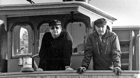 Aatos Erkko Puhois-aluksen komentosillalla vuonna 1985.